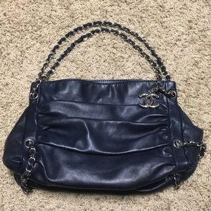 Chanel navy lambskin chain bag